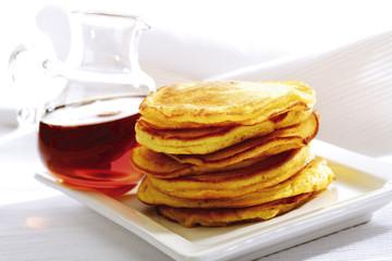 Pfannkuchen und Ahornsirup