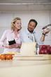 Älteres Paar in der Küche
