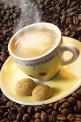 Espresso und Kaffeebohnen