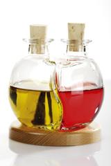 Olivenöl und Rotwein-Essig