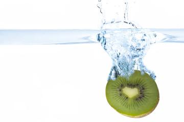 Kiwi fällt ins Wasser