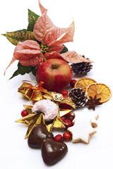 Früchte mit Süßwaren und Weihnachtsstern, Nahaufnahme