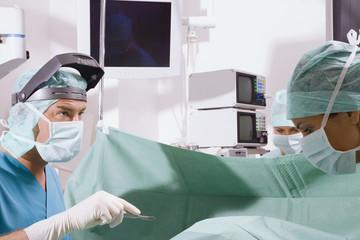 Chirurgie-Team im OP-Saal