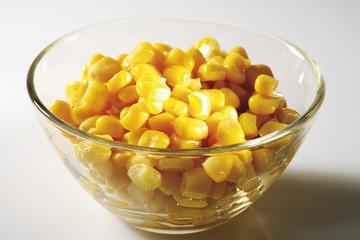 Mais in einer Schüssel Nahaufnahme