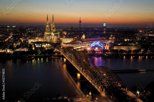 Deutschland, Köln, Brücke und Kölner Dom bei Nacht