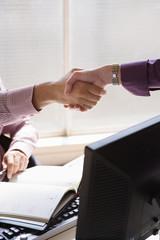 Handshake zwischen Geschäftsleuten