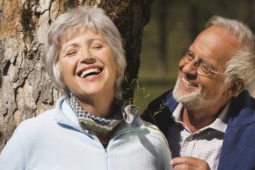 Österreich, Karwendel, Älteres Paar lächelnd, Portrait