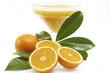 Orange mit Glas Saft, Nahaufnahme