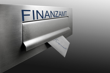 Umschlag in Briefkasten, Nahaufnahme