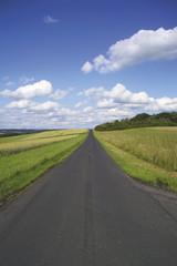 Straße und Felder