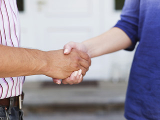 Mann und Frau, Händeschütteln