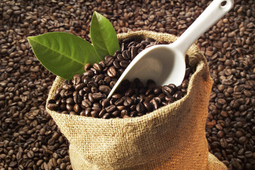 Kaffeebohnen im Jutesack, Nahaufnahme