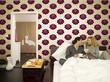 Junges Paar beim Frühstück im Bett