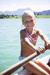 Mädchen Ruderboot, lächelnd, Nahaufnahme, Portrait