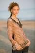 Junge Frau am Strand, Portrait