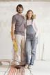 Junges Paar in einem unfertigen Gebäude, Porträt