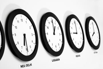 Uhren an der Wand, Mittlere Greenwich-Zeit, Symbol