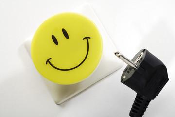 Steckdose, Stecker und Nachtlicht mit Smiley-Logo