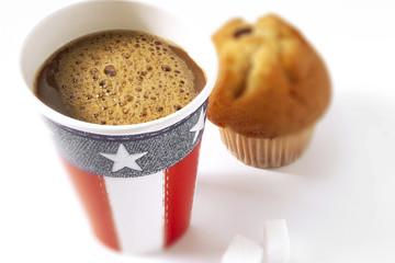 Amerikanischer Kaffee und Kuchen