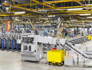 Fliessbänder in einer Druckerei // High Techn industry company