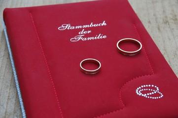 Stammbuch der Familie und Eheringe