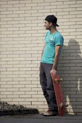 Skateboarder mit einem Skateboard