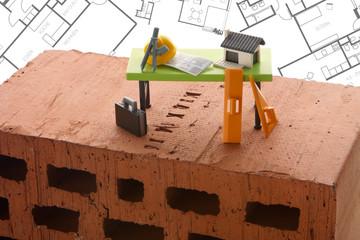 """Backstein mit Architekten Tisch """"Spielzeug"""""""