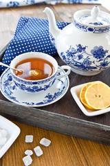 Tee In Tasse mit Zitrone