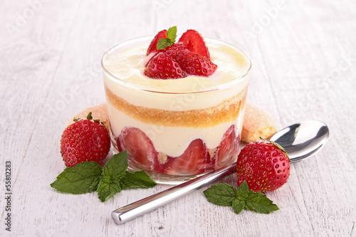 strawberry tirumisu