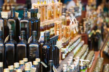 Olivenöl an einem kroatischen Marktstand