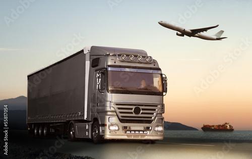 Obraz na płótnie Transport ciężarówek, samolot i statek