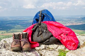 Wanderausrüstung auf dem Berg