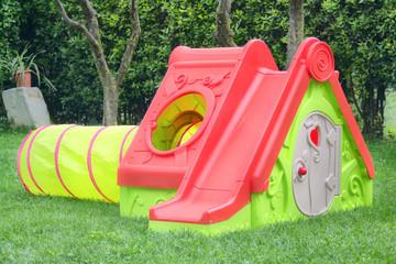 Casetta per bambini in giardino