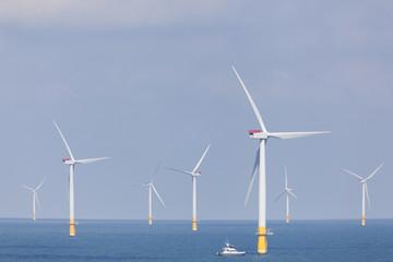 Offshore Windpark in der Nordsee von der englischen Küste
