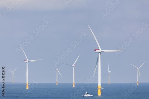 Offshore Windpark in der Nordsee von der englischen Küste - 55822492