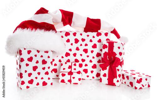 Weihnachten - Weihnachtsgeschenke in Rot und Weiß mit Herzen