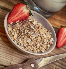 Sliced strawberries with oat flakes