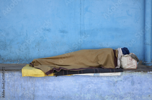 India, Rajasthan, Pushkar, street bum sleeping