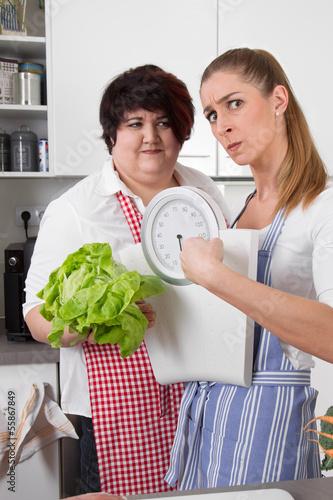 Gesunde Ernährung - Freundinnen machen Diät