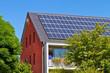 Modernes Haus mit Solarzellen