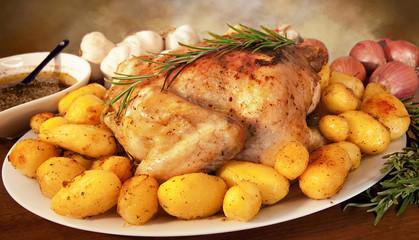 Delizioso pollo al forno con patate