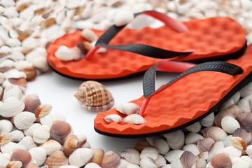 Sandalen auf Muscheln