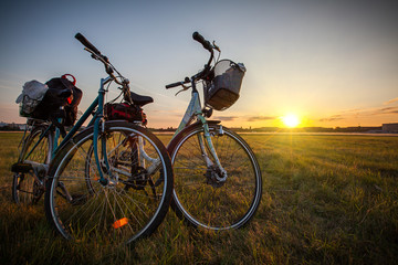 Fahrräder im Sonnenuntergang