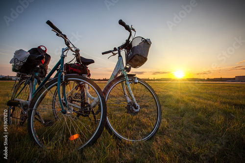 canvas print picture Fahrräder im Sonnenuntergang