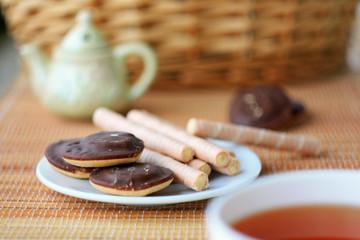 Печенье и чай в чашке