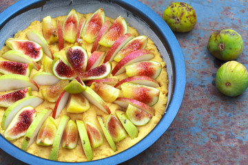 Unbaked Tart with figs and pears with cornmeal