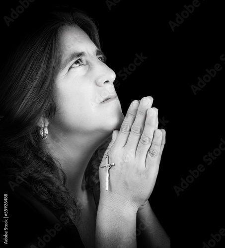 Black and white portrait of a latin woman praying