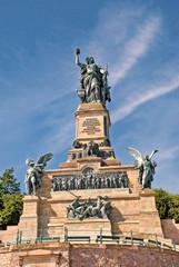 Die Germania vom Niederwalddenkmal über Rüdesheim