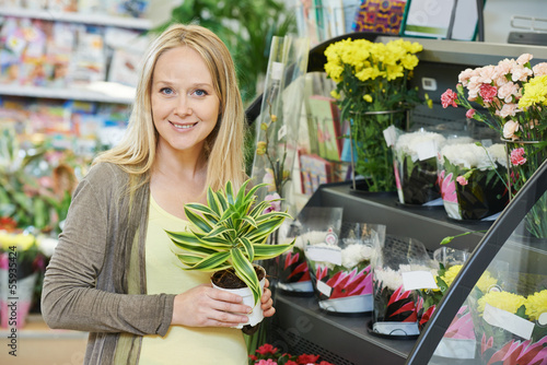 Woman shopping flower in store