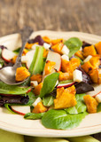 Salad with roasted pumpkin, apples and cheese